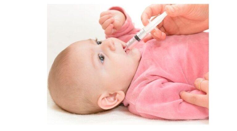 Как дать лекарство маленькому ребёнку?
